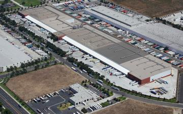 Aerial photo of Lineage's Mira Loma facility