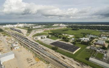 Aerial photo of rails adjacent to Lineage's Decatur (IL) facility