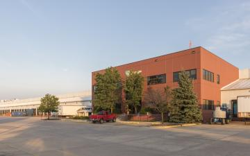 Exterior photo of Lineage's Chicago - Geneva facility