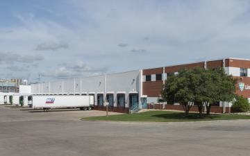 Exterior photo of Lineage's Batavia facility