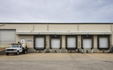 Exterior photo of Lineage's Decatur, IL facility
