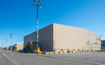 Exterior photo of Lineage's Seattle - Garfield facility