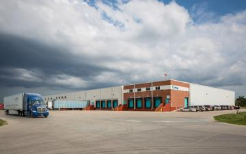 Exterior photo of Lineage's Grand Island facility