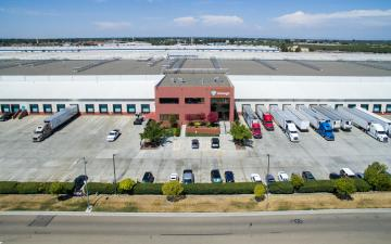 Exterior photo of Lineage's Manteca facility