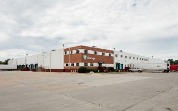Exterior photo of Lineage's Des Moines facility