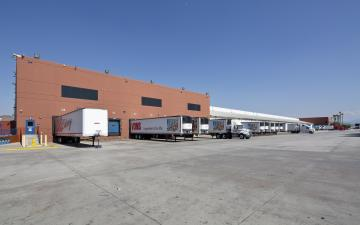Exterior photo of Lineage's Mira Loma facility