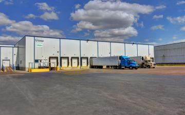 Exterior photo of Lineage's McAllen facility