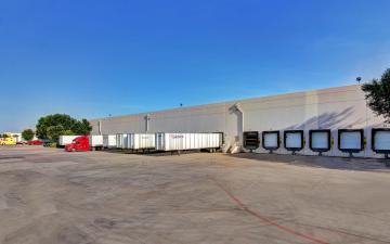 Exterior photo of Lineage's Will Rogers facility