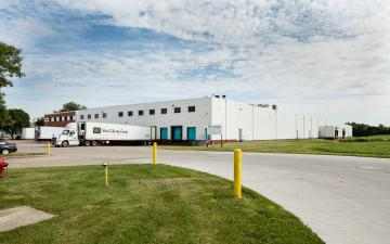 Exterior photo of Lineage's Iowa City facility