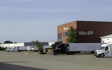 Exterior photo of Lineage's Louisville - Winstead facility