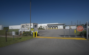 Exterior photo of Lineage's Chester facility from the road