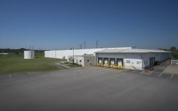 Exterior photo of Lineage's Chester facility