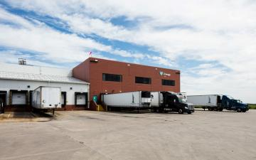 Exterior photo of Lineage's Mount Pleasant facility