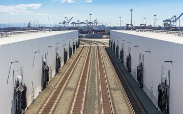 Exterior photo of rails leading into Lineage's Cool Port of Oakland