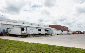 Exterior photo of Lineage's Ottumwa facility