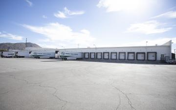 Exterior photo of Lineage's Colton-Barton facility's yard