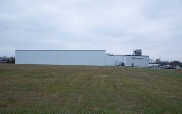 Exterior photo of Lineage's Boonville facility