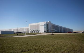 Exterior photo of Lineage's Wilmington - Graaskamp facility