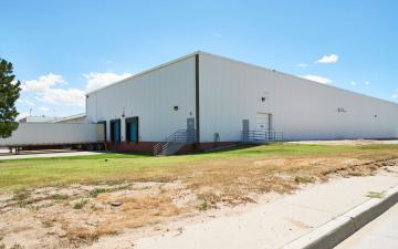 Exterior photo of Lineage's Greeley facility