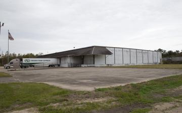 Exterior photo of Lineage's leased facility in Destrehan, LA
