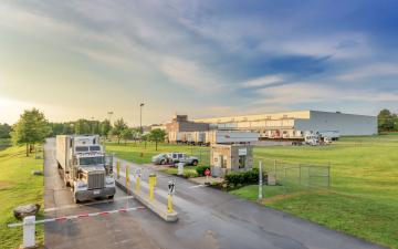 Exterior photo of Lineage's Decatur, AL facility