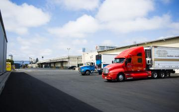 Exterior photo of Lineage's Oxnard facility with trucks