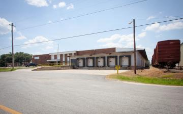 Exterior photo of Lineage's Albany facility