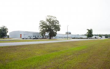 Exterior photo of Lineage's Rincon facility