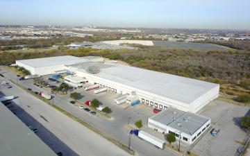 Aerial photo of Lineage's San Antonio - AT&T Parkway facility