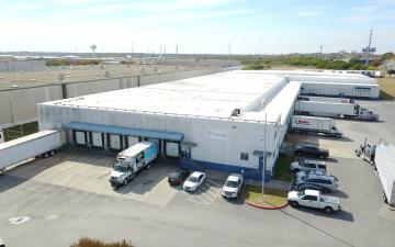 Exterior photo of Lineage's San Antonio - AT&T Parkway facility