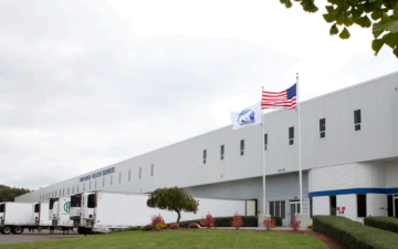 Exterior photo of Lineage's Avon, MA facility