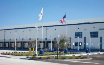 Exterior photo of Lineage's Jacksonville facility