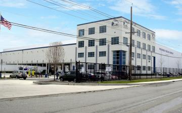 Exterior photo of Lineage's Newark facility