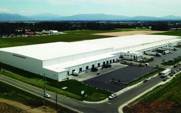 Exterior photo of Lineage's Lynden, WA facility