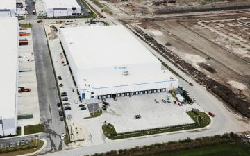 Aerial photo of Lineage's Miami (Hialeah) facility