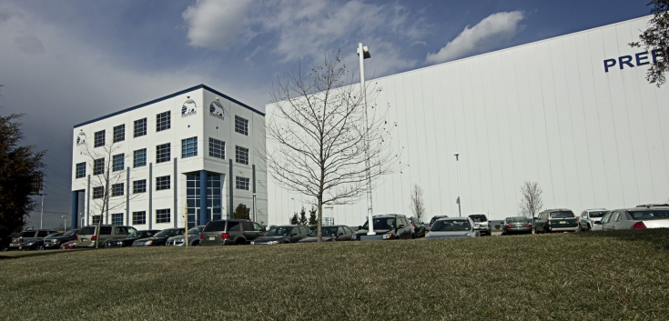 Exterior photo of Lineage's Elizabeth, NJ facility